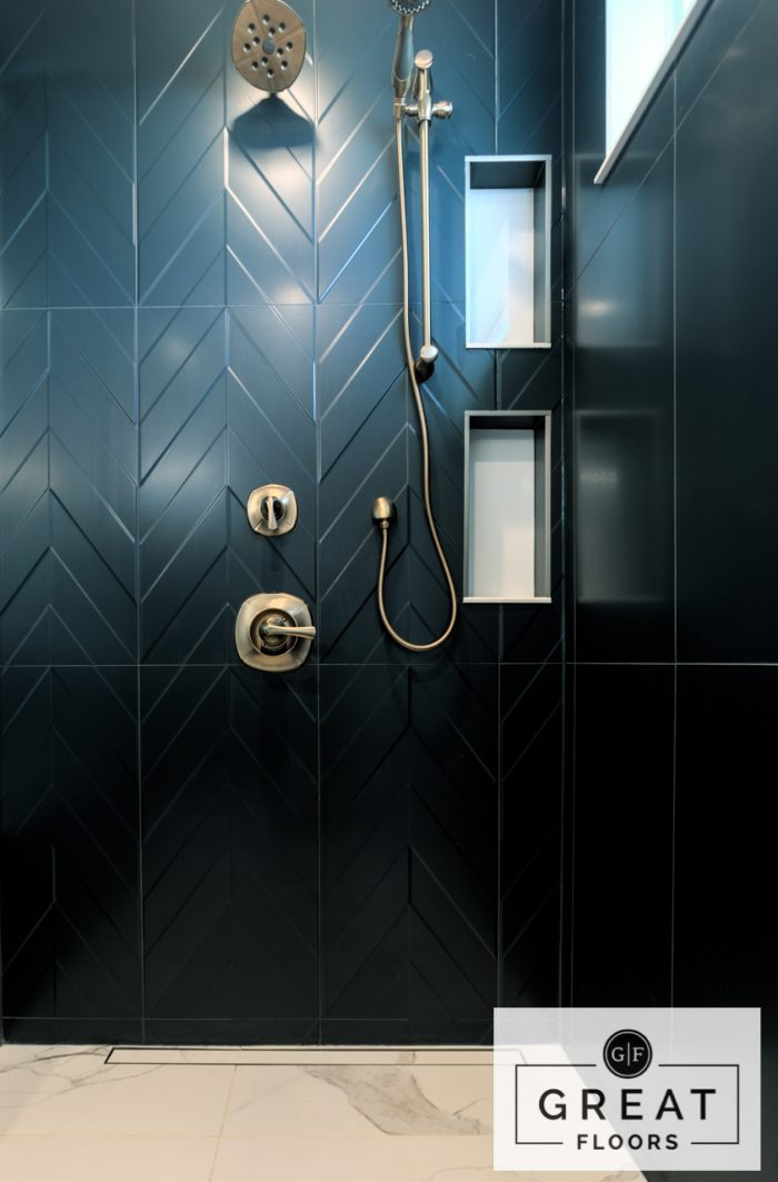 Bathroom: Ceragres Progetto 4D (Wall Tile) and Beckham Brothers Oxford Street Tile in Temperley Carrera  (Floor Tile)
